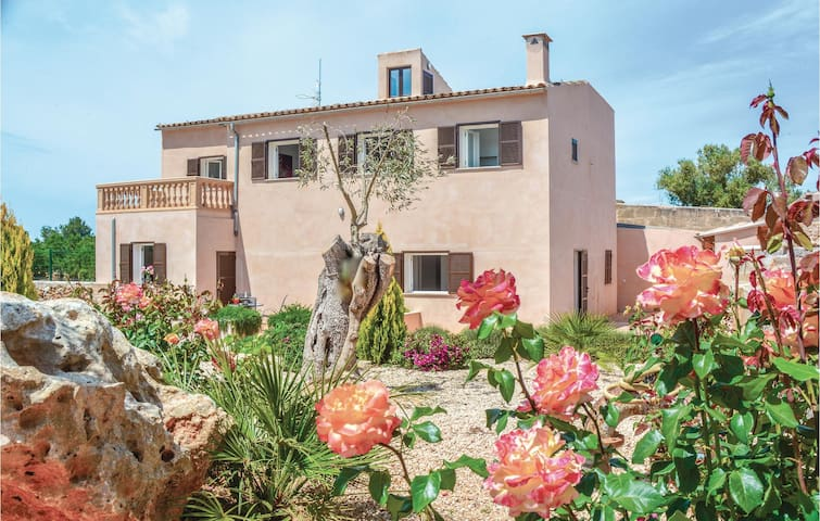 Holiday cottage with 4 bedrooms on 184m² in Ariany