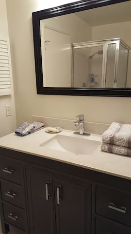 Pvt Bedroom, grt location, parking, High ceilings!