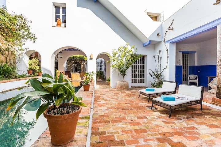 Unique & charming property for 8 with pool - Carmona - Hus
