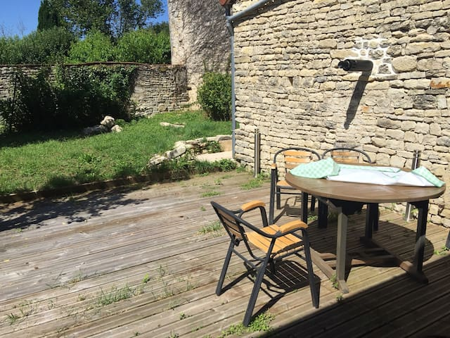 Charming house in Burgundy - Stigny - Apartamento