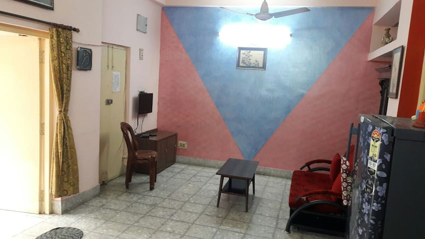 Private room in a 3 bhk flat. The room has 3 beds