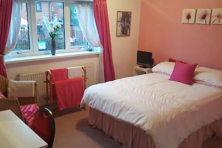 Westhoughton, Bolton.  Double Room & facilities