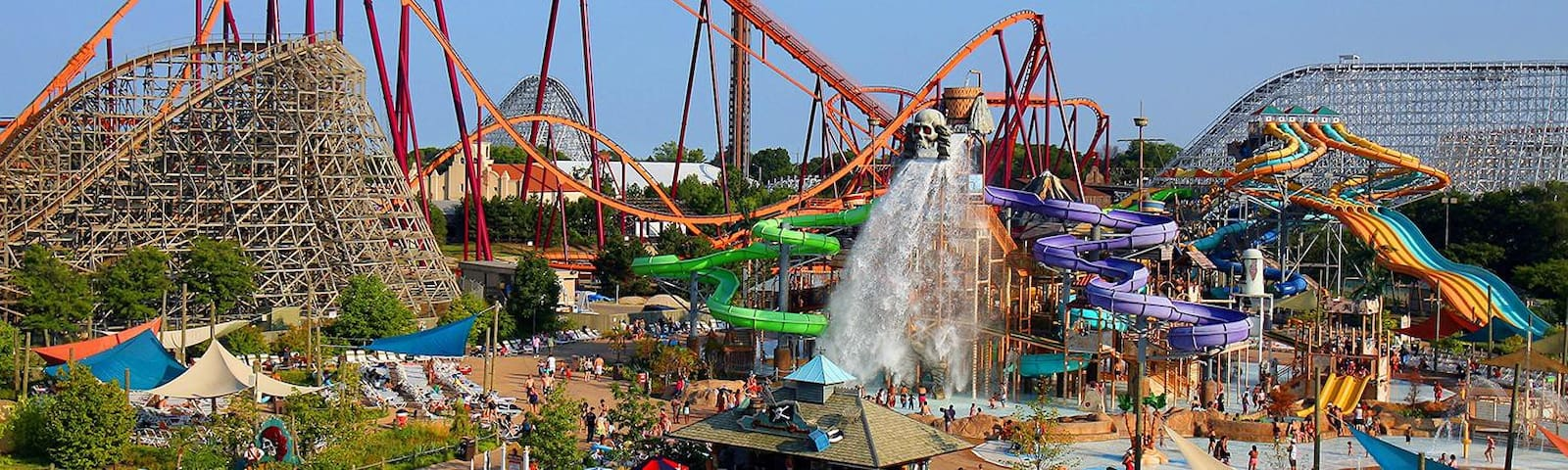 For a day of fun choose either Hurricane Harbor water park, or Six Flags over Texas, both just 2 miles from the house!
