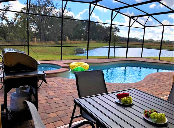 MODERN 8 BD HOME WITH PRIVATE POOL AND SPA (1731)