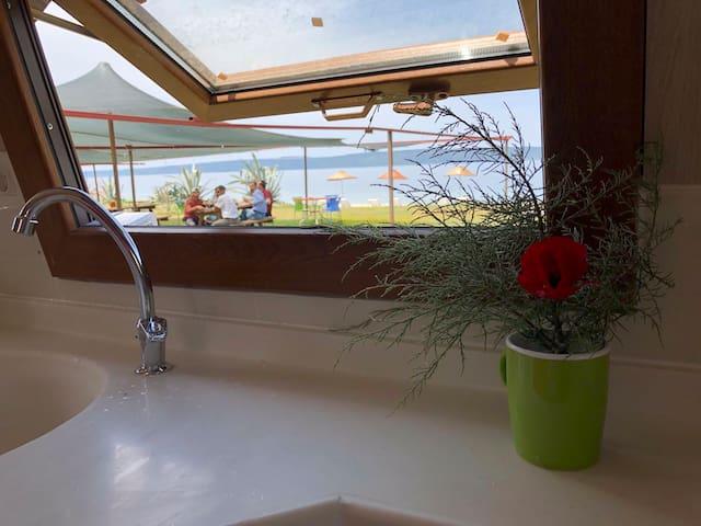 4 kişilik bungalov ,denize sıfır tatil fırsatı