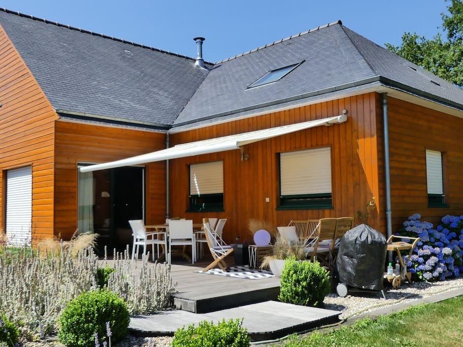 Maison bois avec piscine chauff e houses for rent in for Piscine bois chauffee