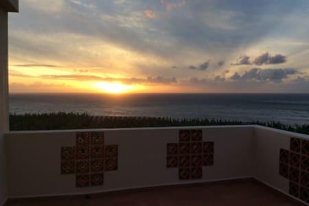 Stunning sea views, whole top floor, roof terrace - Tazacorte - Haus