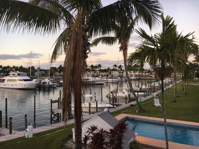 Treasure Cay, Royal Palm, 3Bd, 3Ba Sleeps 7/Dock - North Abaco - Condominium