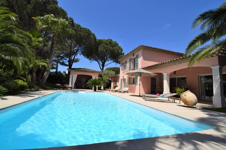 Villa sécurisée, proche plages, piscine chauffée