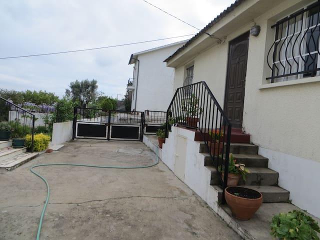 JOLIE PETITE MAISON 3 PIECES PROCHE DE TOMAR - Tomar - Rumah