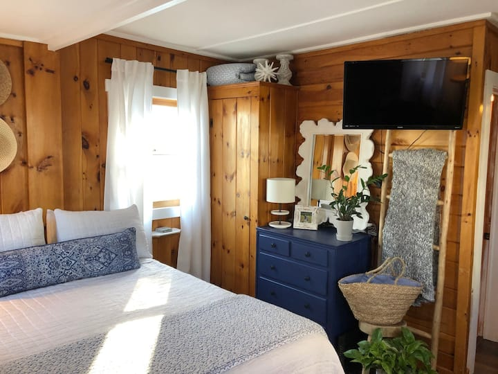 New! Poolside Coastal Chic Tiny House in Wells