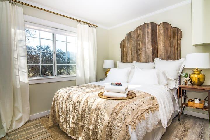 Queen bed welcomes you