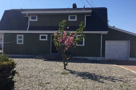 Great Shore House, Great Location, Walk to beach! - Berkeley Township