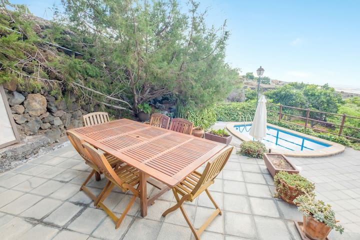 """Rural Holiday Home """"La Casita del Viejo"""" with Mountain View, Sea View, Wi-Fi, Terrace, Garden & Pool; Parking Available, Pets Allowed Upon Request"""
