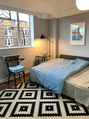 Lovely room in Clapham zone 2
