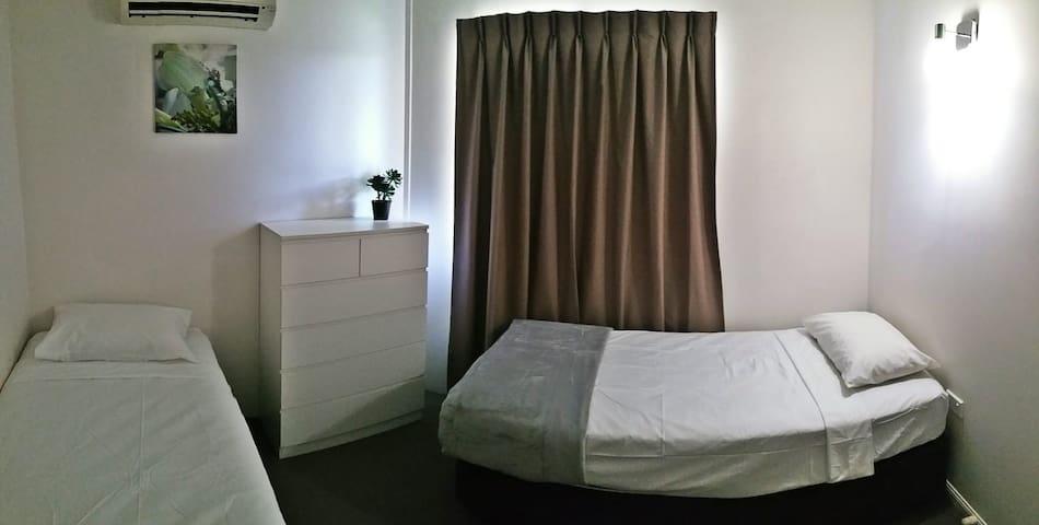 2 single bed in bedroom