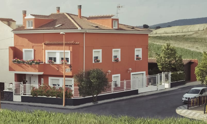 House, 2,5 km from Cuenca for 16 people or more.