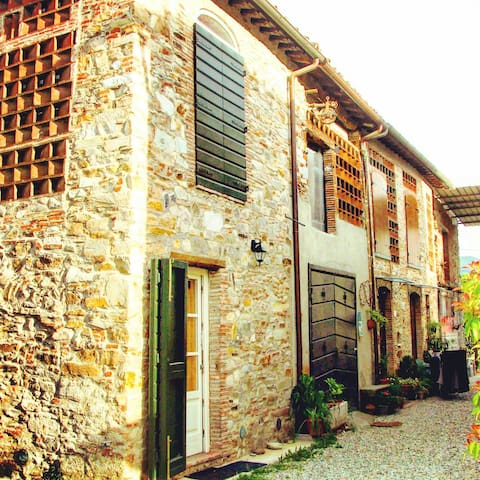 Rustic house with parking  near the city center - Lucca - Hus