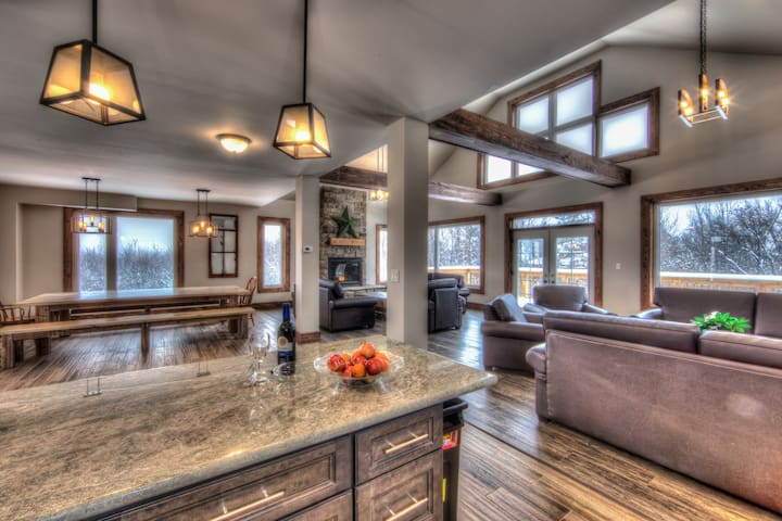 8 bedroom BRAND NEW LUXURY CHALET at BLUE MOUNTAIN - The Blue Mountains - Chalet