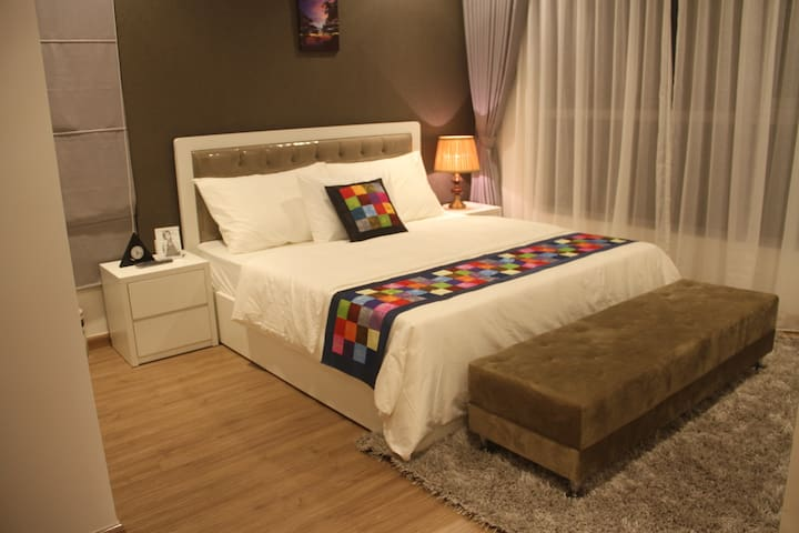 Luxury Park Hill 3 bedroom Serviced Apartment - Hanoi - Apartment