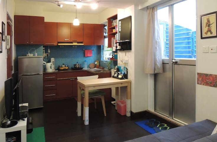 Studio Flat with a Patio - Kowloon City - Apartment