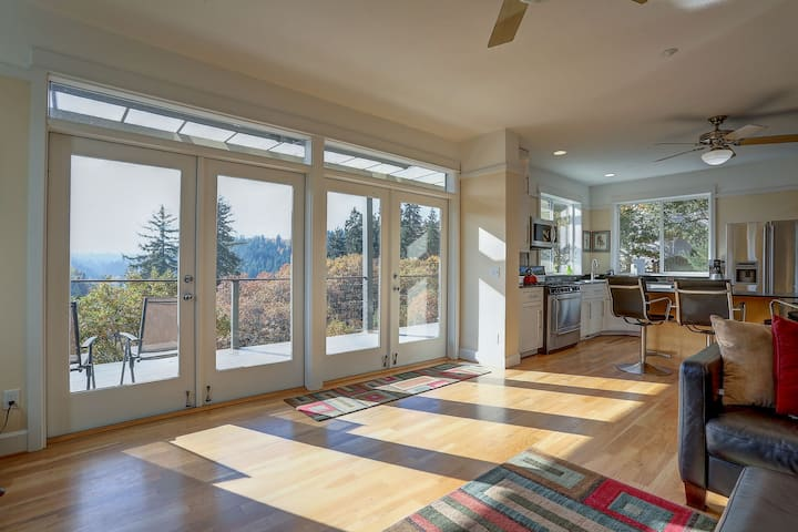 Hazel House - Gorgeous home with perfect views! Perfect for a winter getaway!