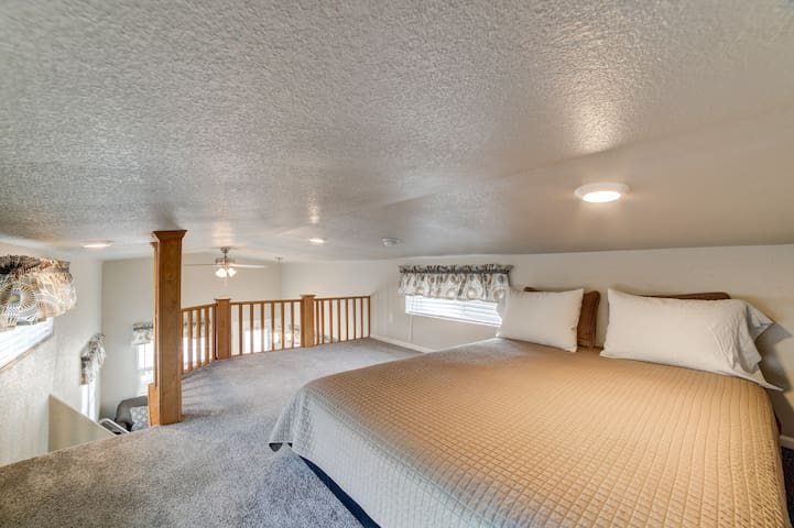 The loft has a queen size bed. The ceiling of the loft is very low, around 3 feet. It is great for kids.