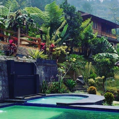 Villa Hakim 2  Curug Cilember Punchak Bogor