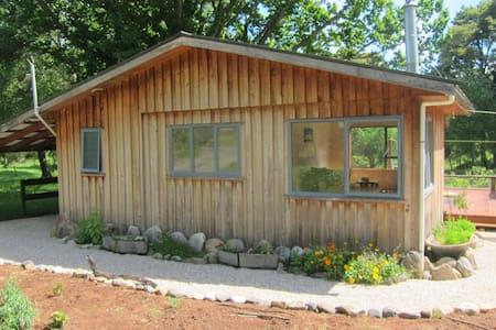 Cosy cottage on Kiwi family farm - Motueka Valley - Casa de huéspedes