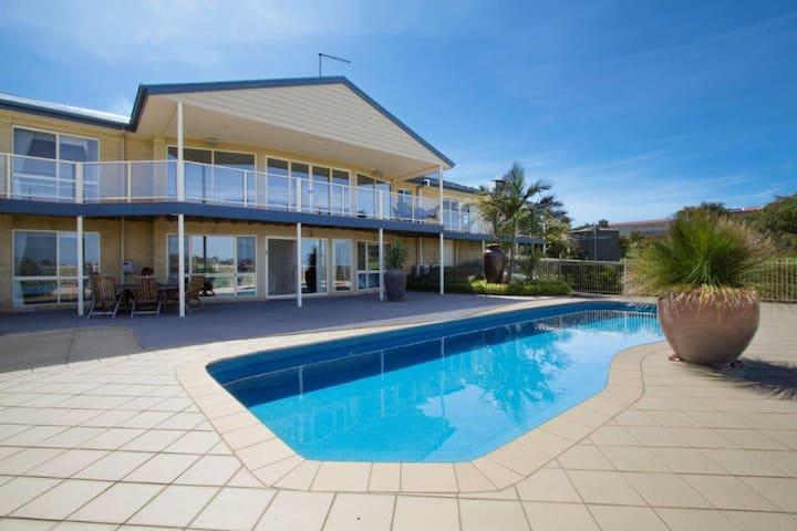 Resort Style Apartment (Ground Floor)- Pool & Pets