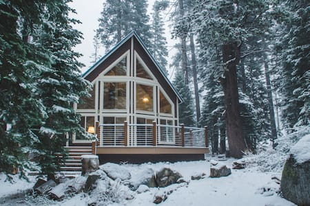 Peaceful Retreat Amongst the Pines - Old Tahoe - Soda Springs - Chatka