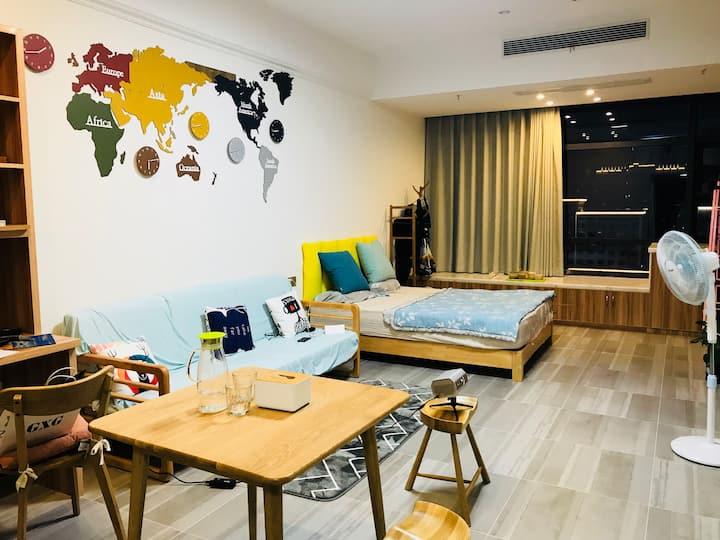 衢江东方核心商圈北欧风品质单身公寓——繁华中的宁静