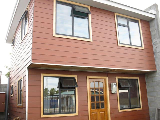 CASA NUEVA A PASOS COSTANERA/CENTRO - Punta Arenas - Hus