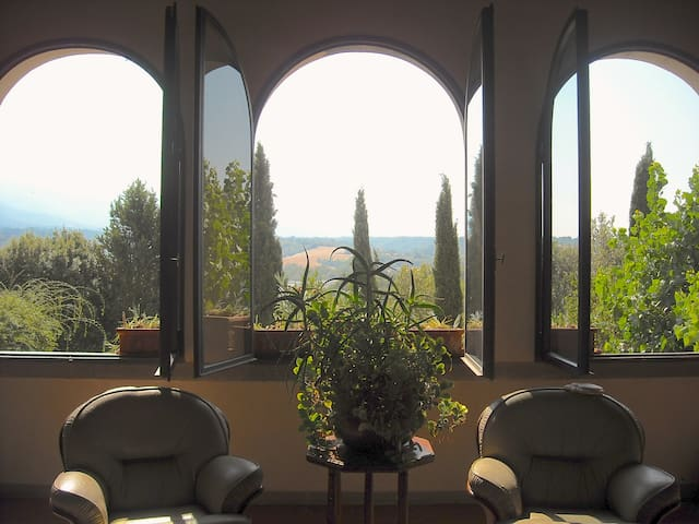 Beyond Tuscan country living - Pian dell'Isola - House