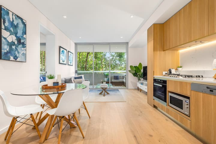 Light filled luxurious one bedroom in Surry Hills