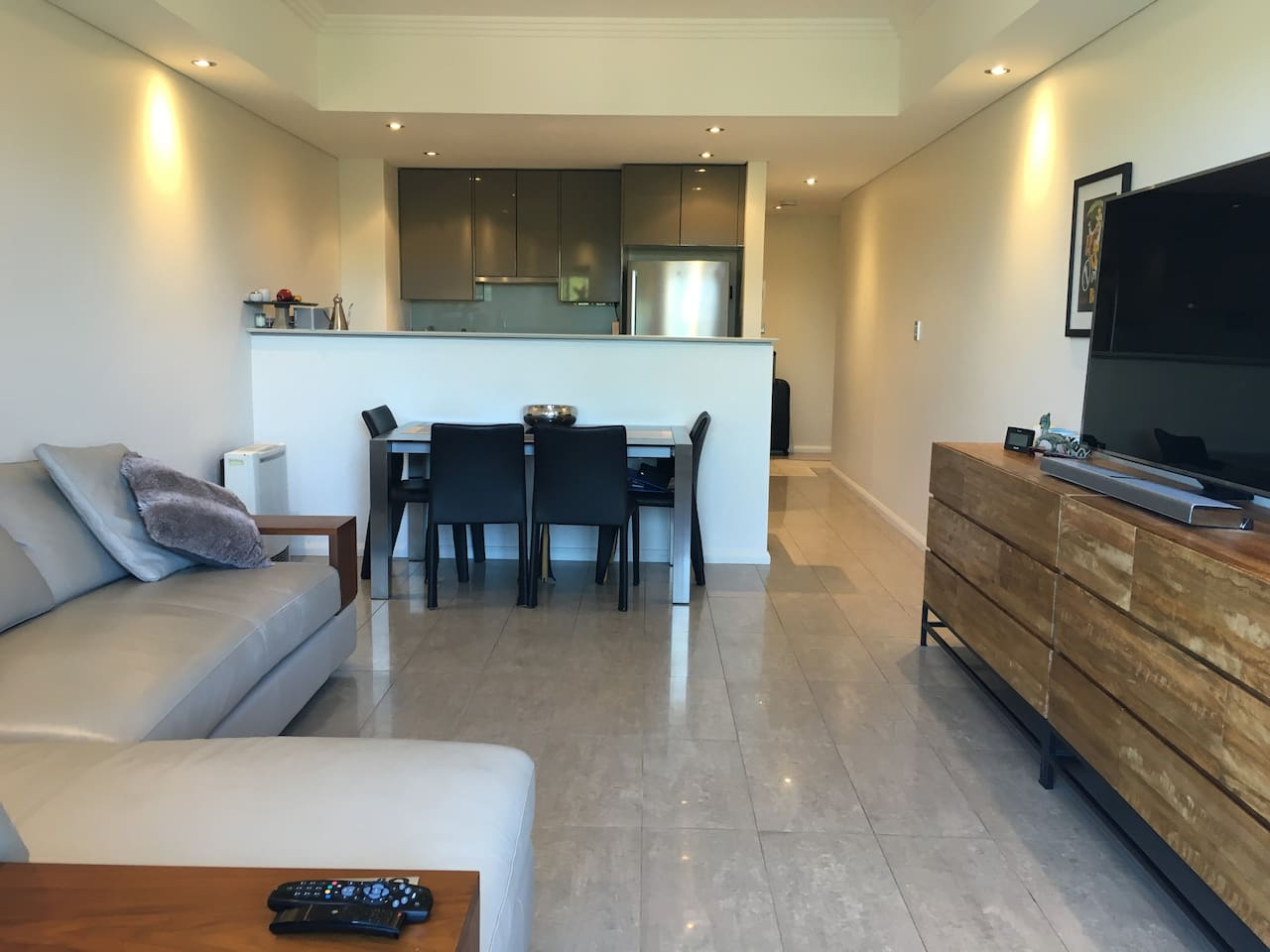 Modern security apartment with everything you need - Aircon, gas heating, modern luxury fitout, large 4K TV with Netflix and Stan and 1 security underground car park,