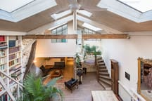Loft on Canal St-Martin/15' walk to Le Marais/4bdr
