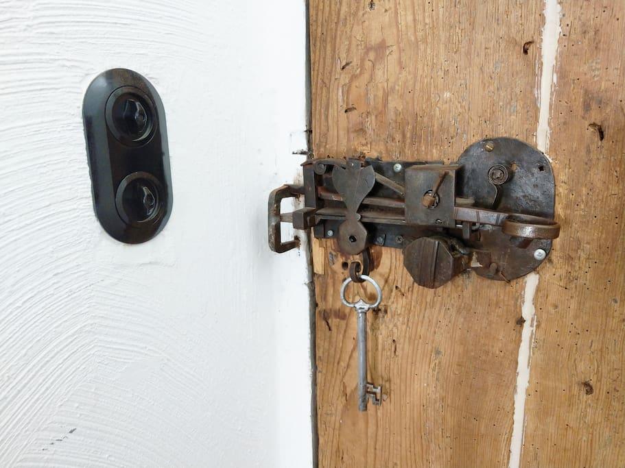 Original door lock (in working order)