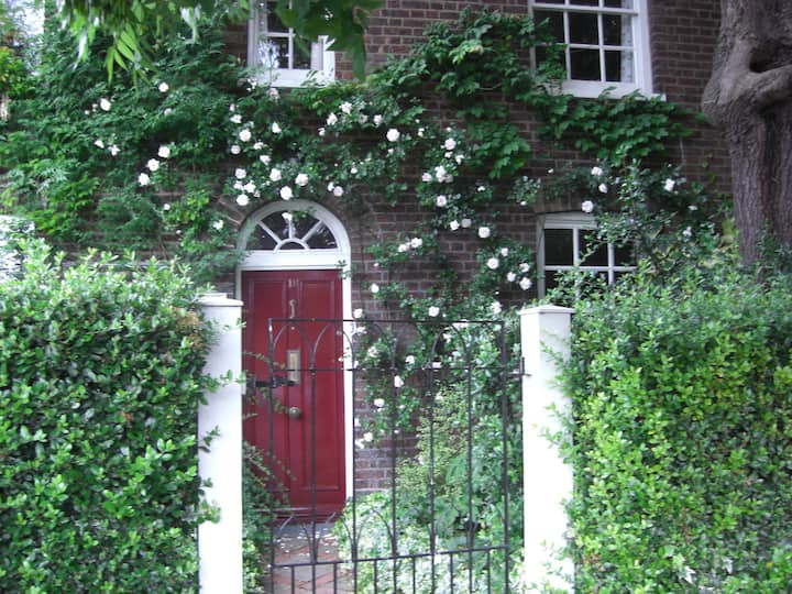 Stay in historic cottage in Dulwich Village