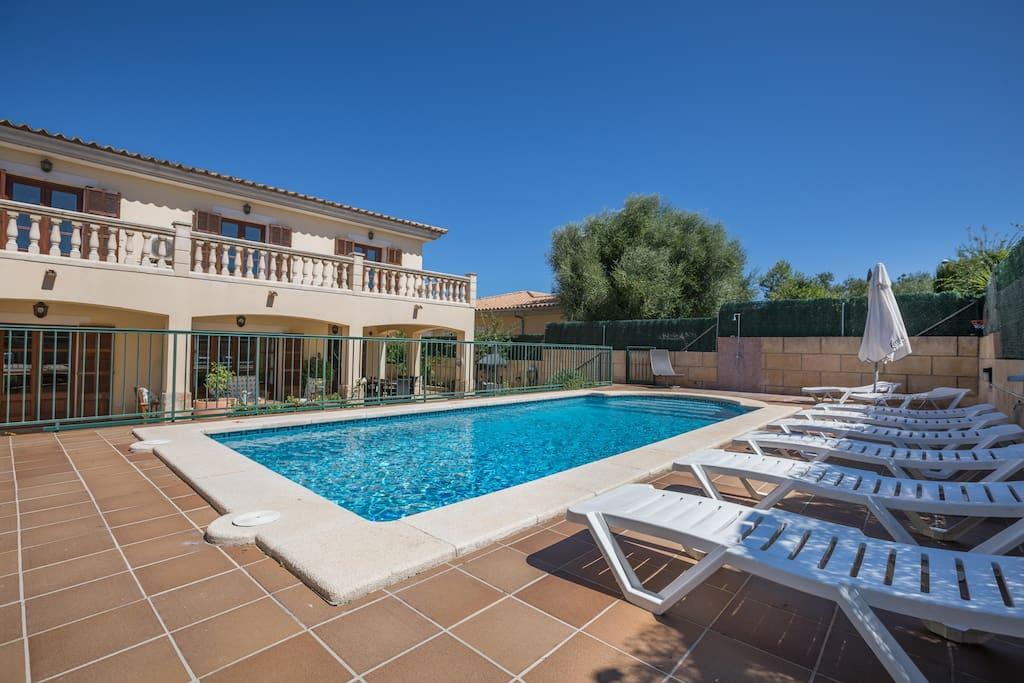 xisqueta 12 tolles haus mit pool und klimaanlage h user zur miete in urbanitzaci sant. Black Bedroom Furniture Sets. Home Design Ideas