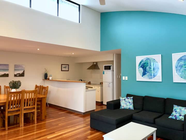 Modern & stylish 2BD 2BTH apt in the heart of town