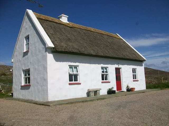 Cosy Thatched Cottage on the Wild Atlantic Way.