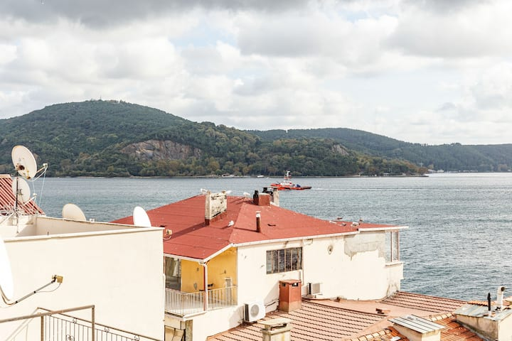 2 BR Triplex House With Amazing View
