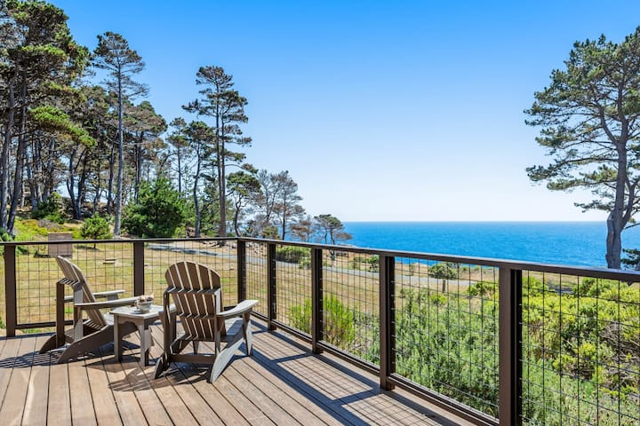 Beautiful home w/sweeping ocean views, private gas grill & firepit