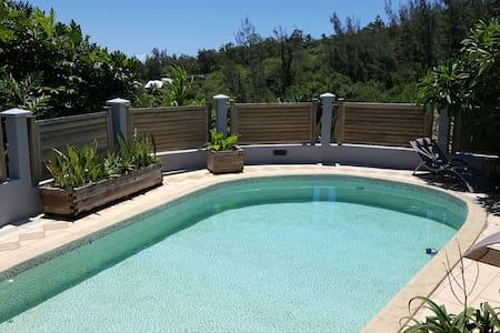 """Maison-appart F1 """"bohème"""" vue mer piscine jardin - La Montagne - 其它"""