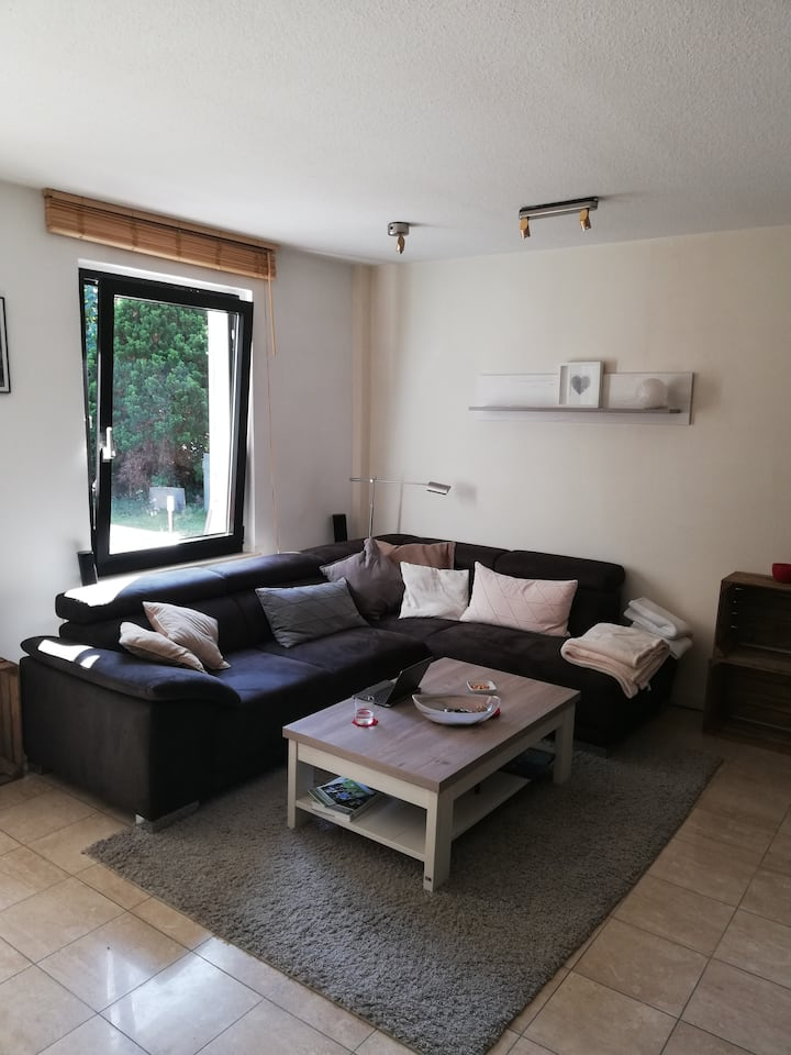 Privates Zimmer in Haus mit Garten nahe Köln