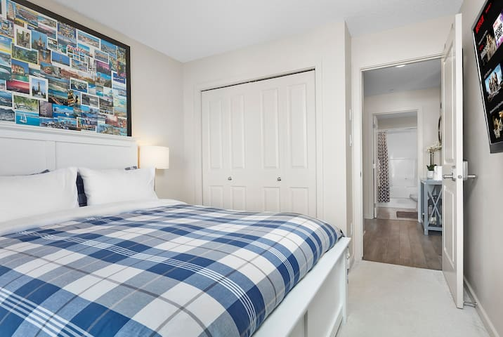5★ Business Luxury   20 minutes from Airport!