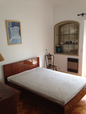 Double room in a Lovely apartment in Lisbon Center