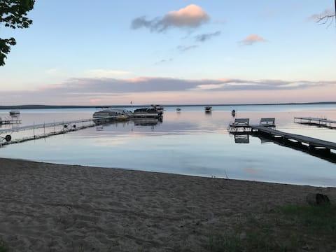 Spacious Higgins Lake Home w/private beach access