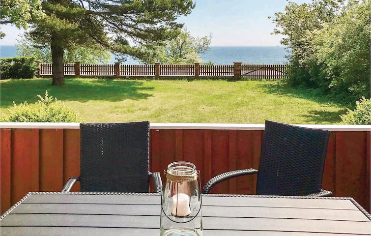 Holiday cottage with 2 bedrooms on 78m² in Ystad